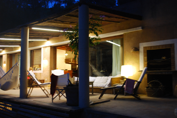 5 maneras de modernizar su espacio al aire libre do it for Luces led para casas exterior